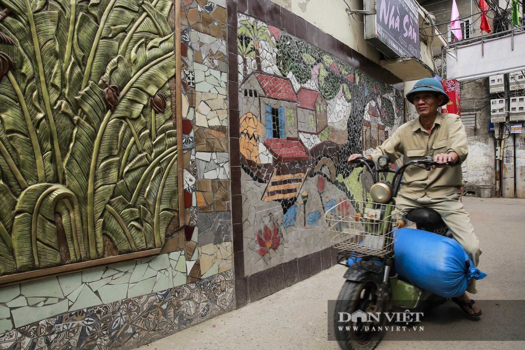 """Đường làng """"thay áo mới"""" bằng những tác phẩm nghệ thuật làm từ đồ phế thải  - Ảnh 6."""