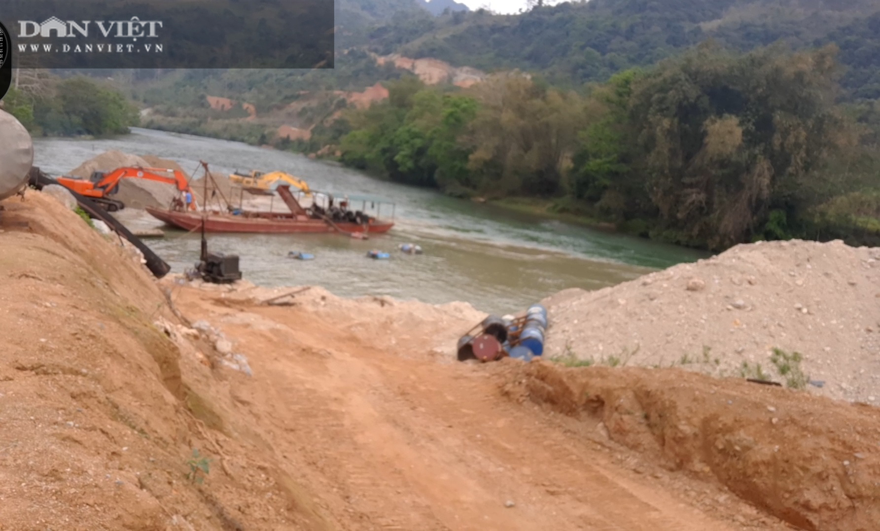 """""""Tảng băng chìm"""" quản lý khai thác cát ở sông Lô (Bài 2): Núp bóng """"Chương trình quốc gia"""" để khai thác cát trái phép - Ảnh 7."""