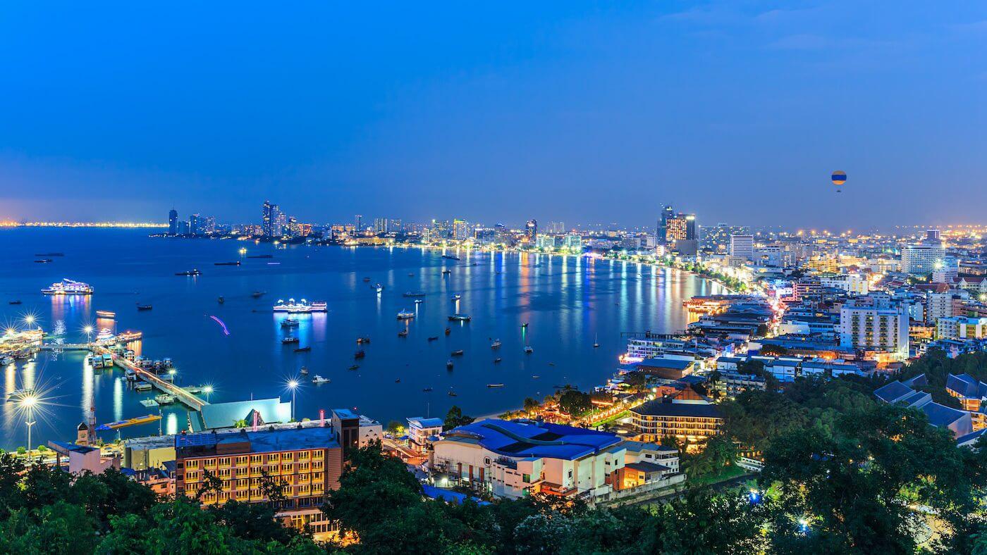 """Tỷ phú Thái Lan đổ tiền """"thâu tóm"""" loạt khách sạn khi ngành du lịch điêu đứng vì dịch - Ảnh 1."""