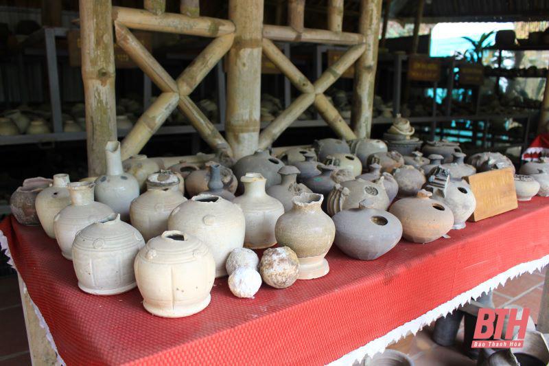 """Một người đàn ông Thanh Hóa đem khoe """"thành quả"""" hơn 50.000 cổ vật và 5 ngôi nhà cổ trong 30 năm sưu tầm - Ảnh 5."""