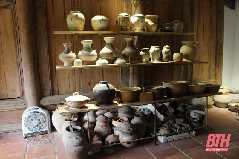 """Một người đàn ông Thanh Hóa đem khoe """"thành quả"""" hơn 50.000 cổ vật và 5 ngôi nhà cổ trong 30 năm sưu tầm - Ảnh 4."""
