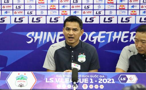 HLV Kiatisak khẳng định HAGL chưa nghĩ đến Cúp vô địch V.League 2021.