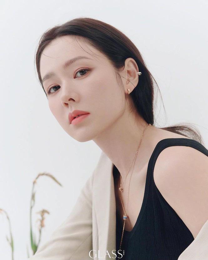 Son Ye Jin đẹp tựa nữ thần, hé lộ việc quay trở lại màn ảnh - Ảnh 2.