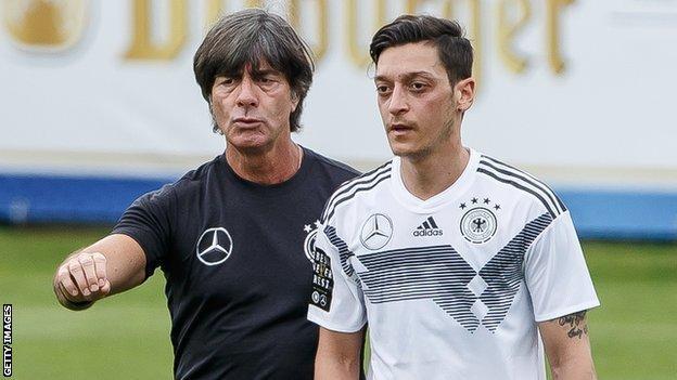 Ozil bị loại khỏi tuyển Đức từ sau World Cup 2018.