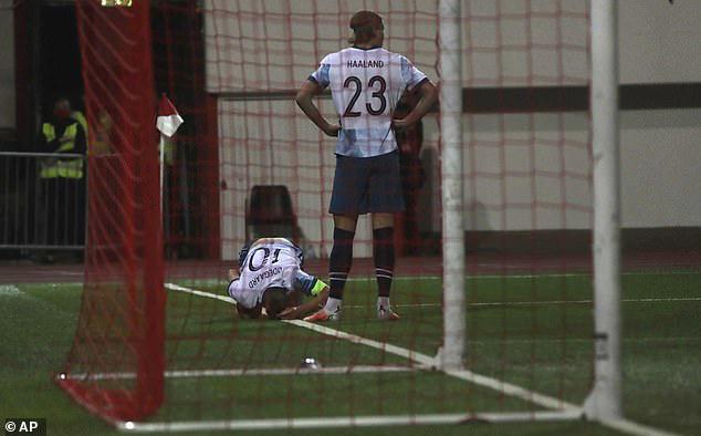 Odegaard lần đầu mang băng đội trưởng tuyển Na Uy.