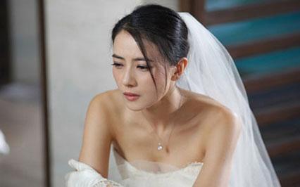 Tự bỏ tiền sắm váy cưới, nghe giá, chồng tương lai lập tức đòi hủy hôn