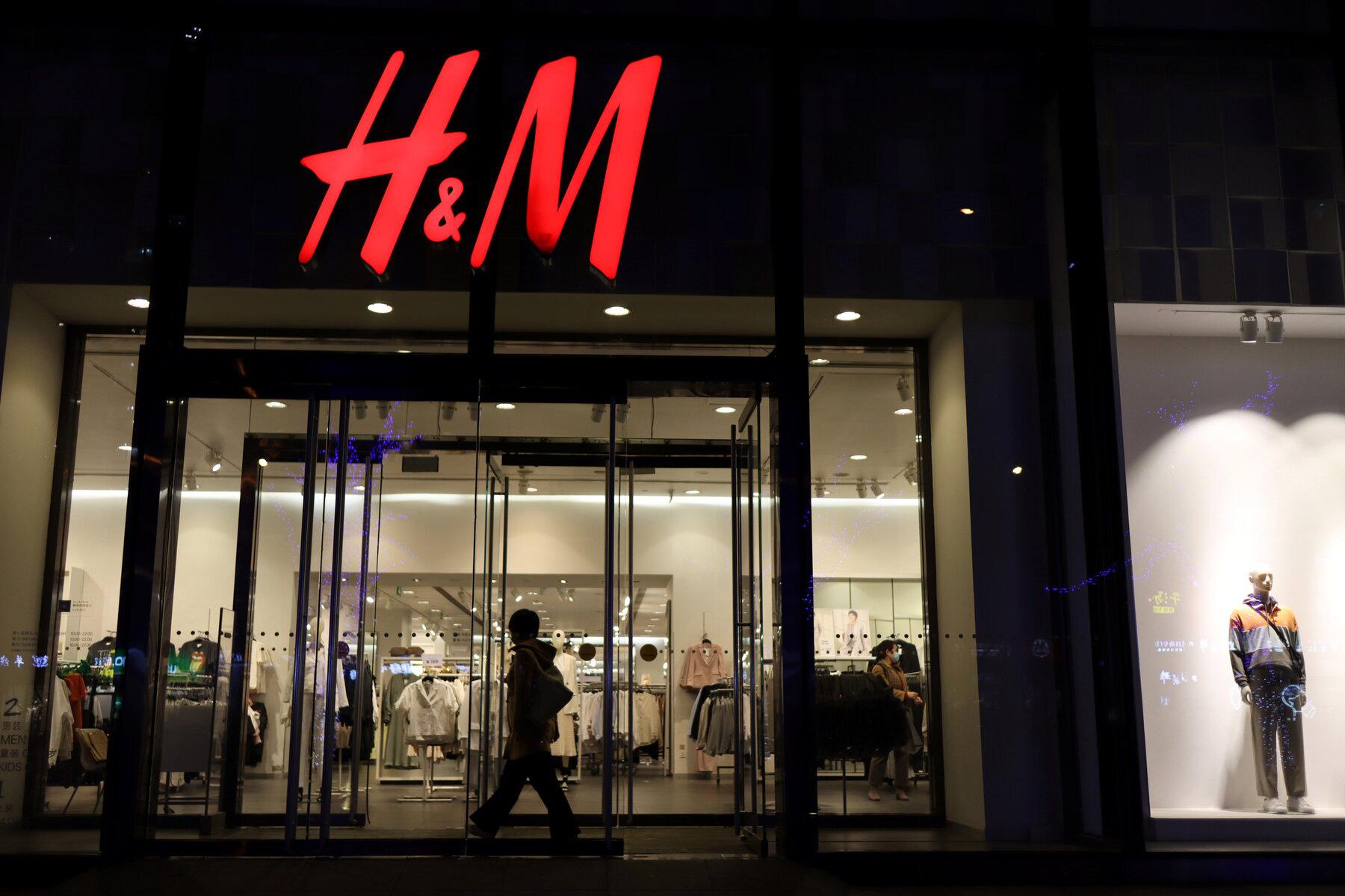 Sau H&M và Nike, thêm nhiều nhãn hàng bị cuốn vào cơn bão tẩy chay tại Trung Quốc - Ảnh 1.