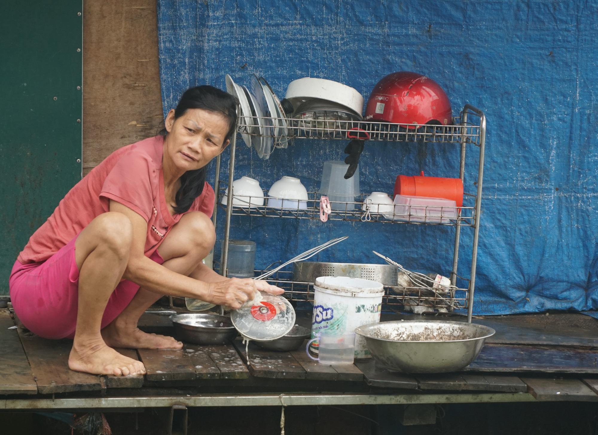 Cuộc sống cùng cực của người dân xóm chài Hà Nội và nỗi lo quy hoạch - Ảnh 2.