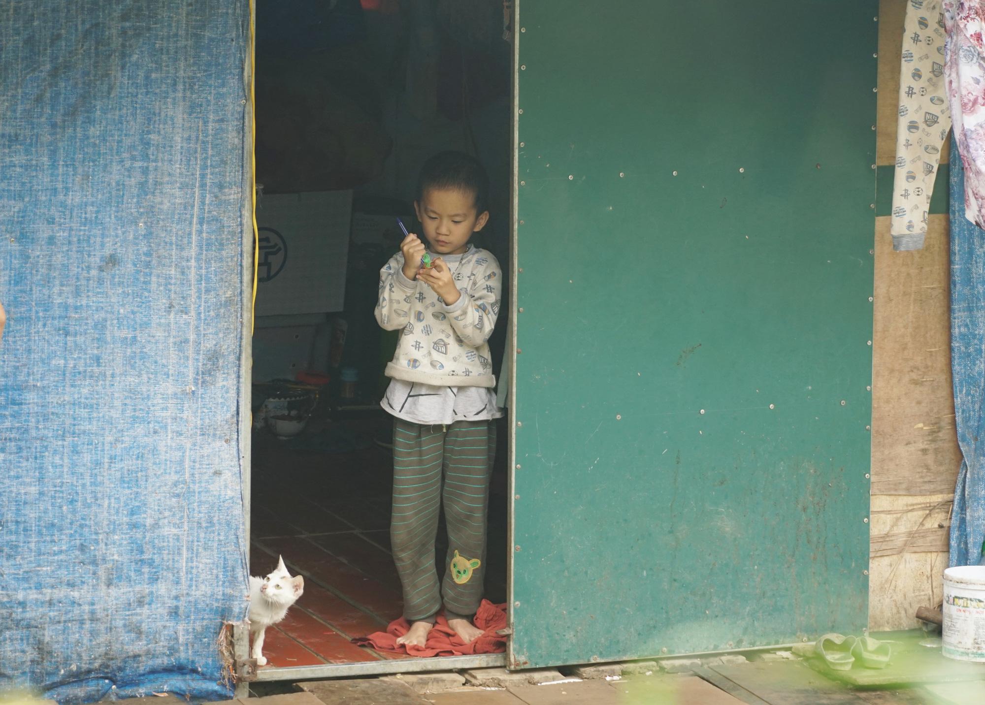 Cuộc sống cùng cực của người dân xóm chài Hà Nội và nỗi lo quy hoạch - Ảnh 3.