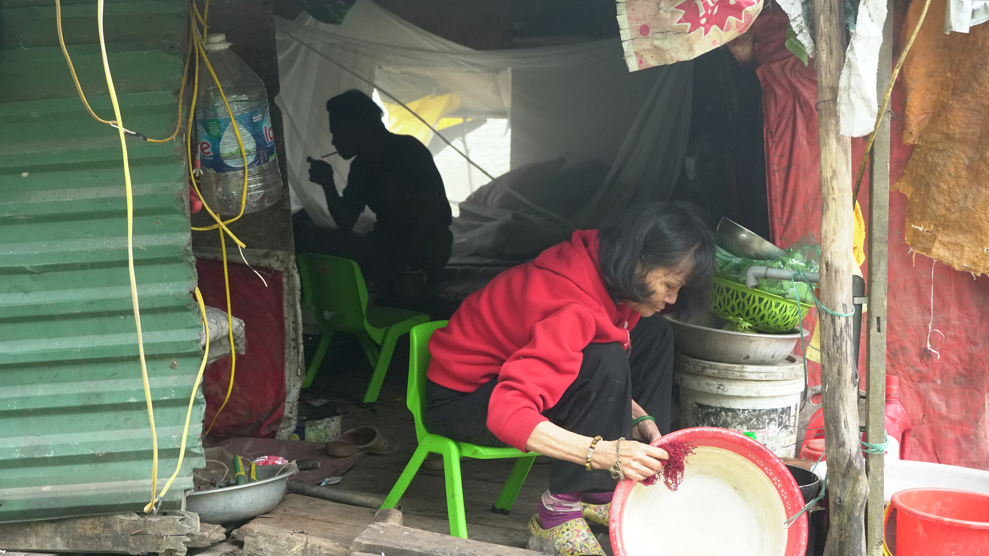 Cuộc sống cùng cực của người dân xóm chài Hà Nội và nỗi lo quy hoạch - Ảnh 6.