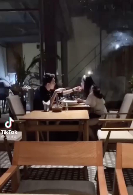 Xôn xao clip quay lén rapper Osad đi ăn với bồ cực tình tứ nhưng vẫn tham gia show hẹn hò? - Ảnh 4.