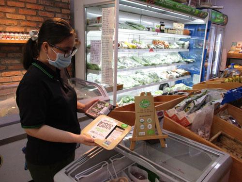 Thịt bò giả giá 1,5 triệu đồng/kg - Ảnh 1.