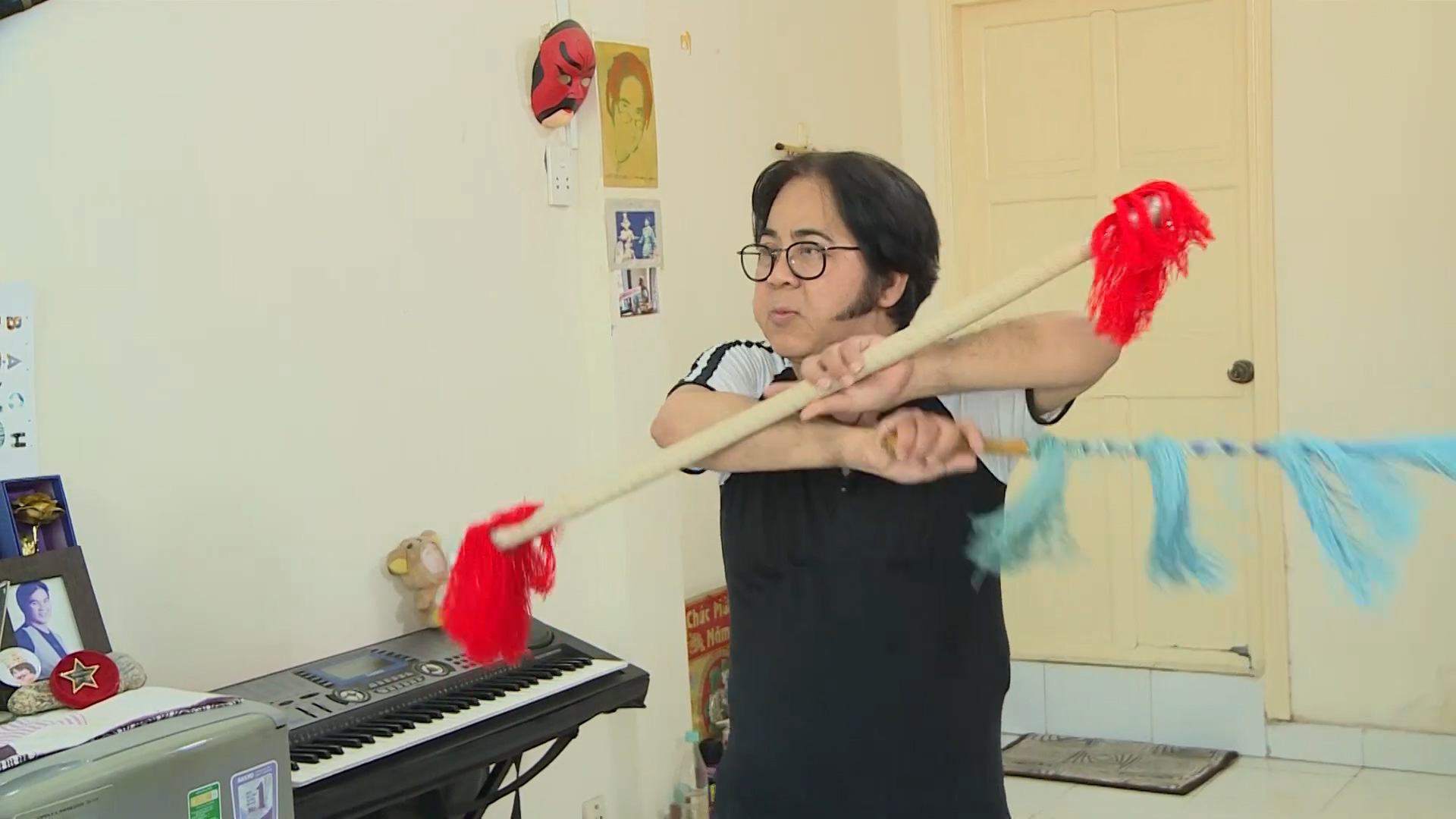 Vì sao nghệ sĩ Bạch Long ở tuổi 62 vẫn lẻ bóng, ở nhà thuê chật hẹp? - Ảnh 2.