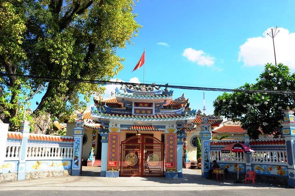 Kiên Giang: Hơn 30 năm ngôi đền đã âm thầm làm điều này khiến người nghèo xúc động - Ảnh 1.