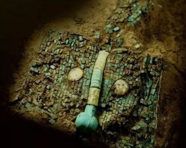 """""""Hot"""": Siêu cấp bảo vật quốc gia màu ngọc lam 3700 tuổi tiết lộ bí ẩn người xưa thực sự có nuôi rồng - Ảnh 1."""