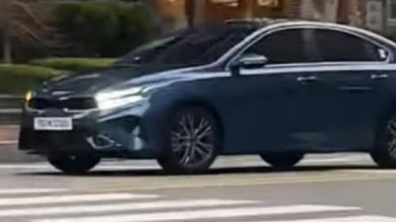Kia Cerato 2021 lộ diện trước ngày ra mắt: Logo mới, bên trong đổi khác, đấu Mazda3 - Ảnh 1.