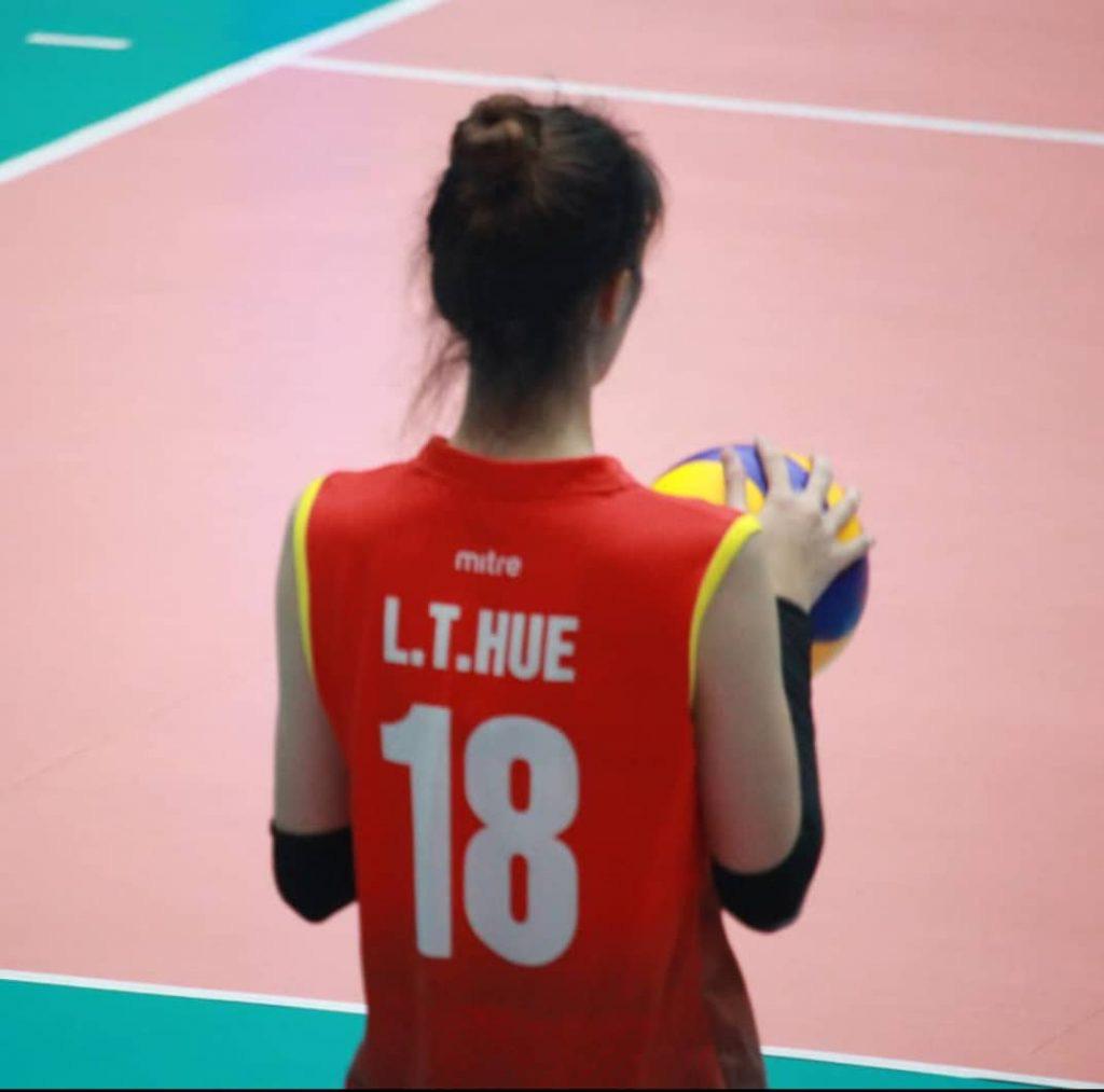 Chân dài Lưu Thị Huệ 1m85: Tập bóng đá, nhưng lại thành tuyển thủ... bóng chuyền - Ảnh 1.