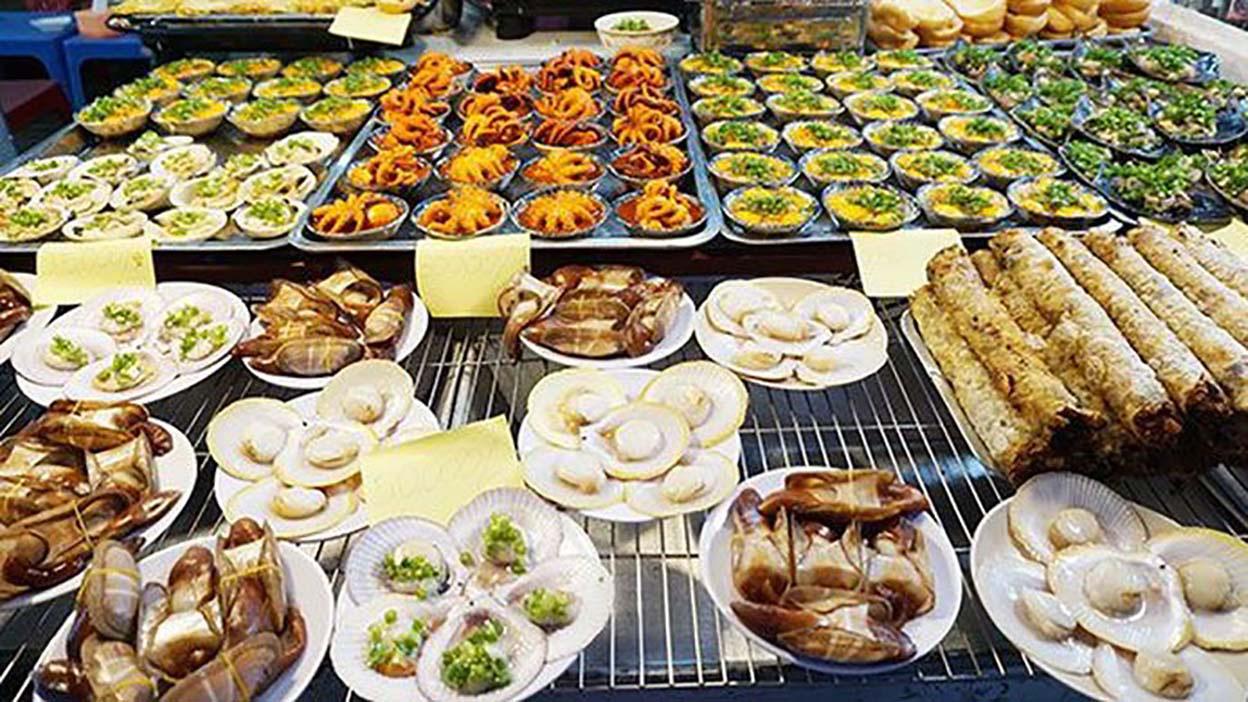 """Du lịch Phú Quốc: Ẩm thực """"chén"""" đặc trưng chỉ có ở chợ đêm - Ảnh 1."""