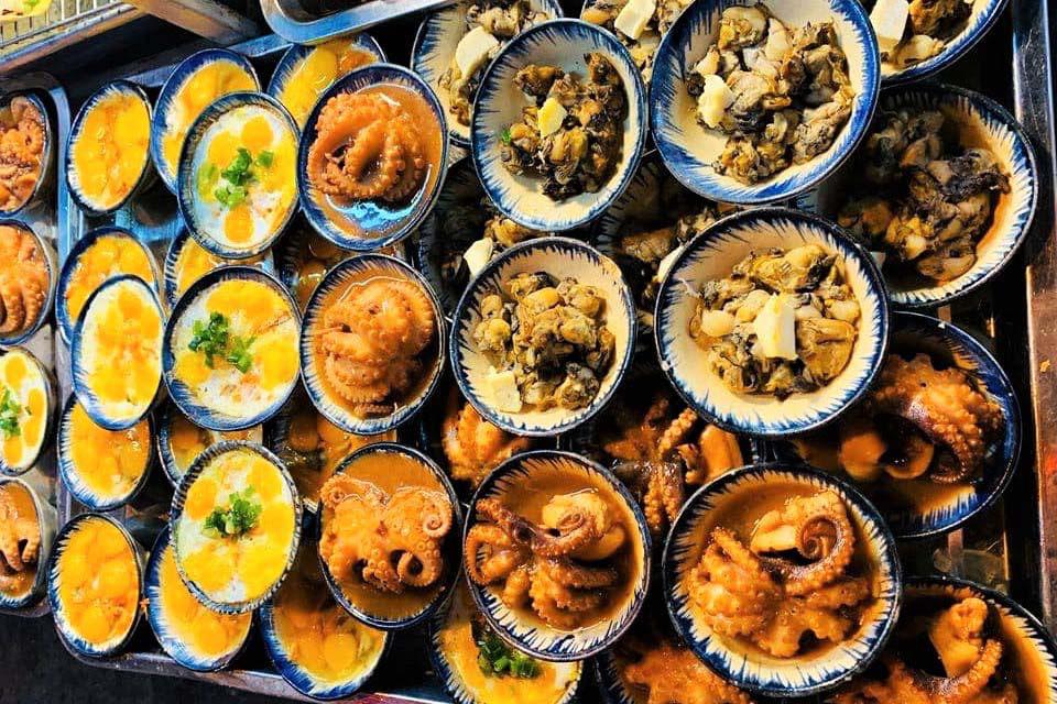 """Du lịch Phú Quốc: Ẩm thực """"chén"""" đặc trưng chỉ có ở chợ đêm - Ảnh 2."""