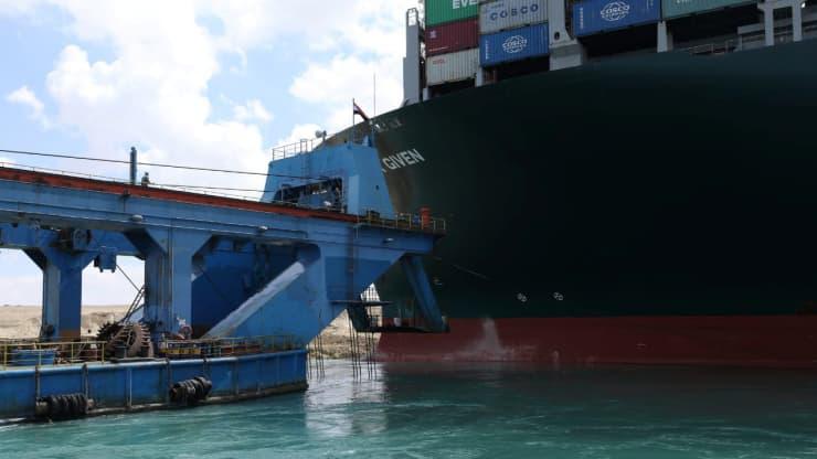 """Nhiều hãng tàu """"quay đầu"""" giữa Đại Tây Dương, tránh """"tắc đường"""" ở Suez - Ảnh 1."""