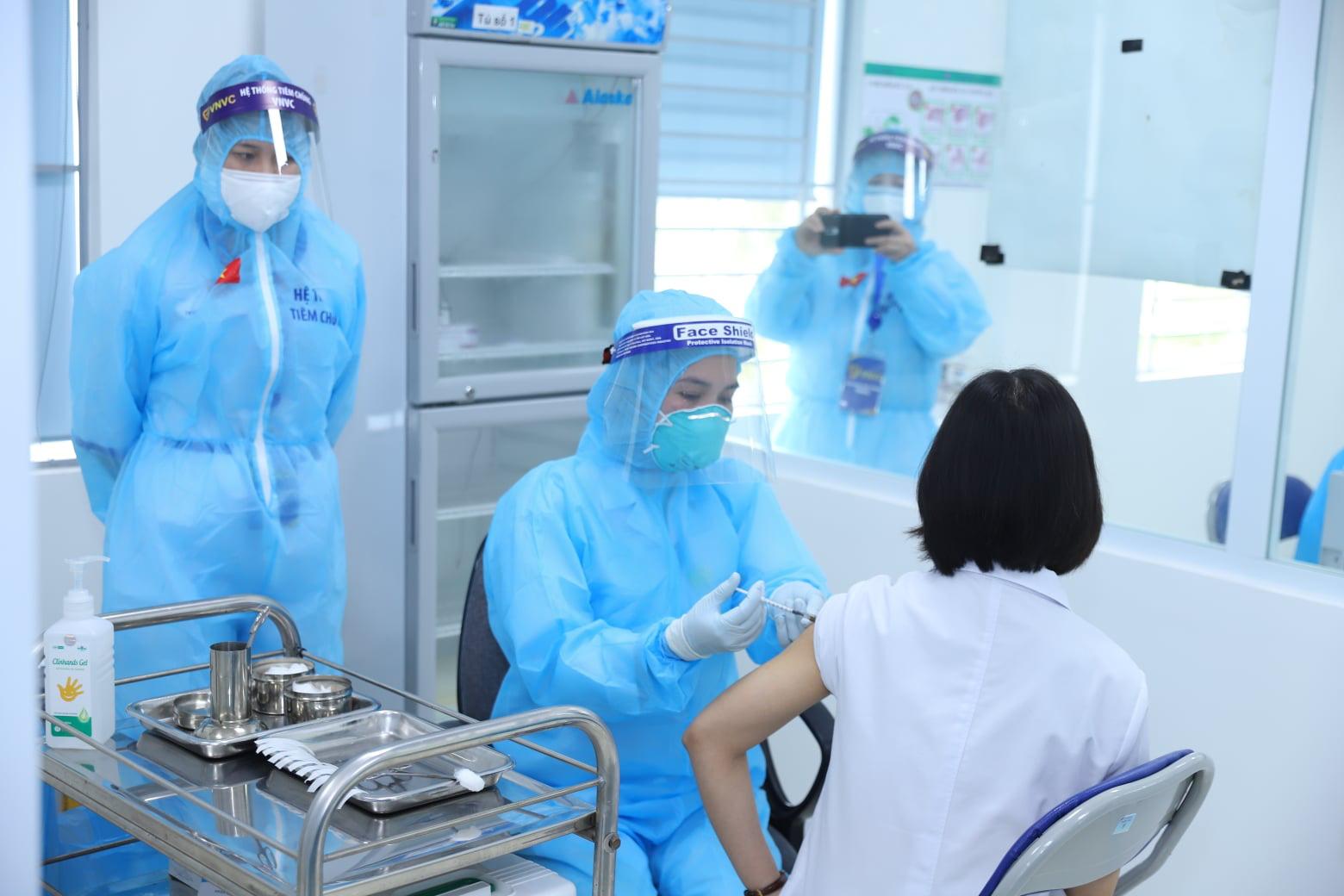 Thêm 4 ca Covid-19 mới, gần 44.300 người được tiêm vắc xin - Ảnh 1.