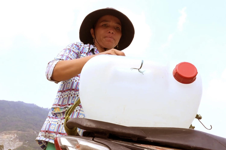 Chuyện lạ An Giang: Giếng nước tự nhiên giữa cánh đồng quanh năm cho nước ngọt - Ảnh 6.