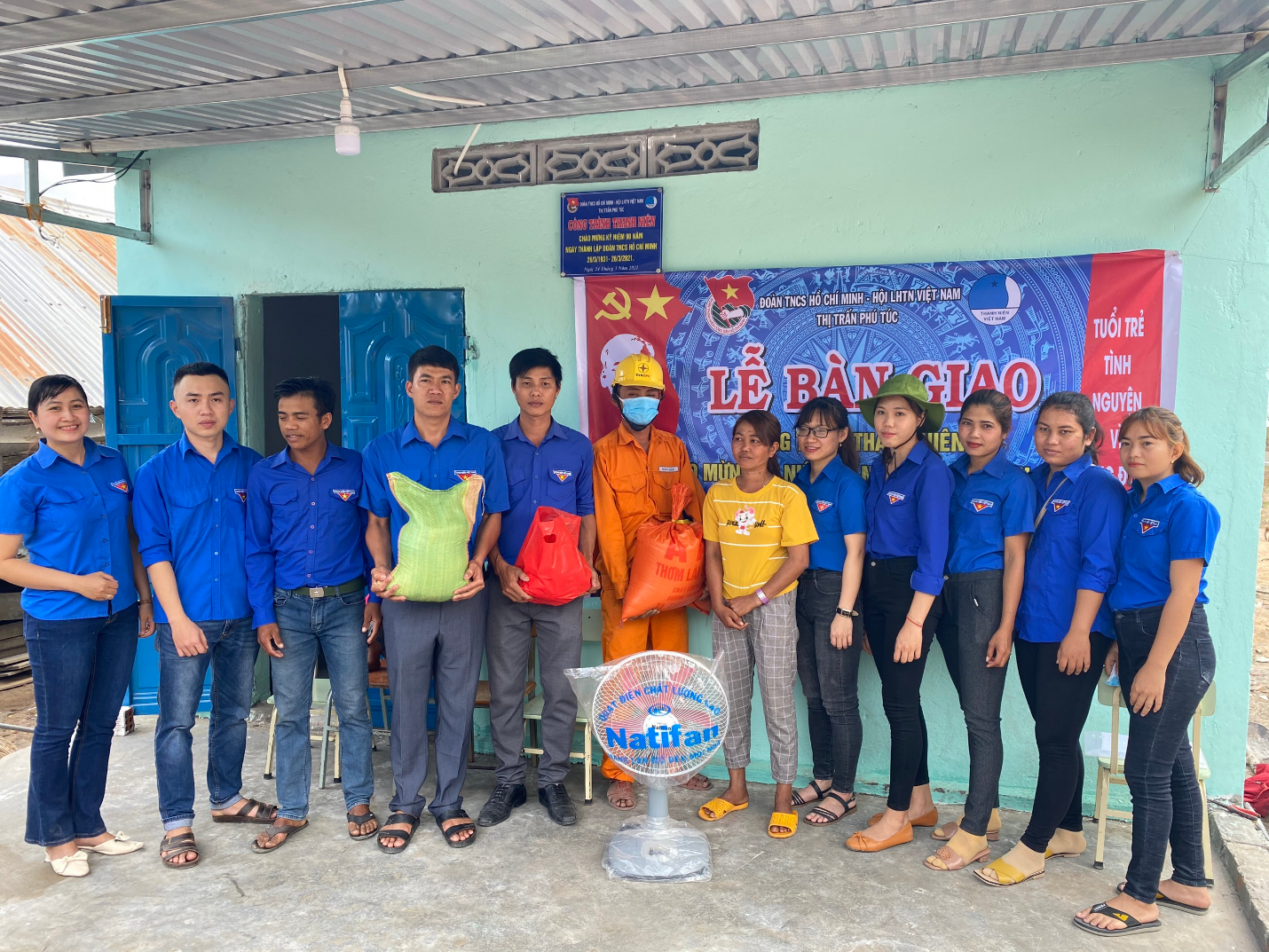 Đoàn thanh niên Điện lực Krông Pa (PC Gia Lai) đem niềm vui đến với người nghèo - Ảnh 1.