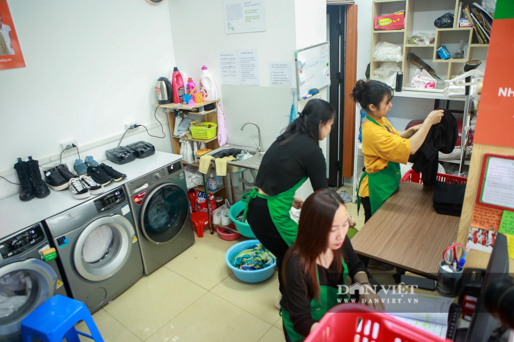 Tiệm giặt là không tiếng nói của những cô gái xinh đẹp tại Hà Nội - Ảnh 2.