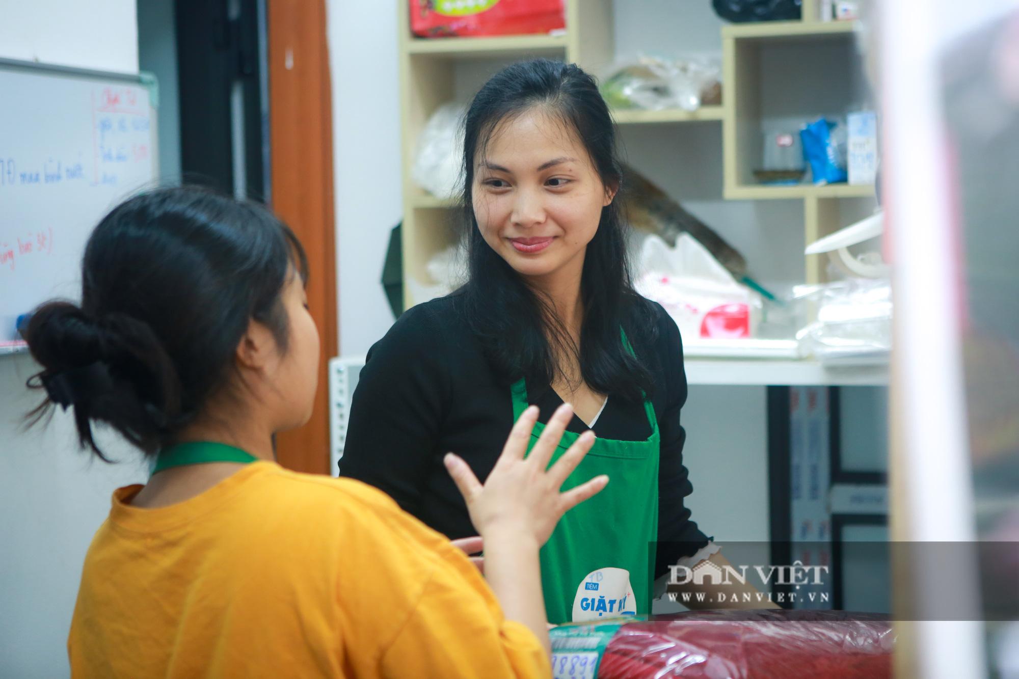 Tiệm giặt là không tiếng nói của những cô gái xinh đẹp tại Hà Nội - Ảnh 3.