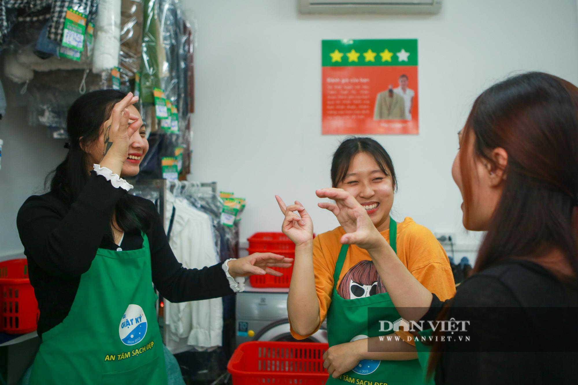Tiệm giặt là không tiếng nói của những cô gái xinh đẹp tại Hà Nội - Ảnh 5.