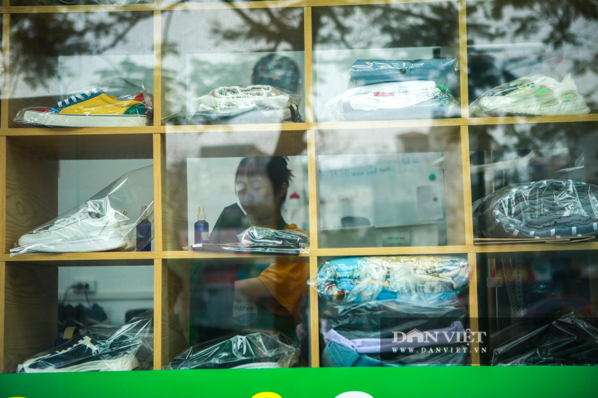 Tiệm giặt là không tiếng nói của những cô gái xinh đẹp tại Hà Nội - Ảnh 6.