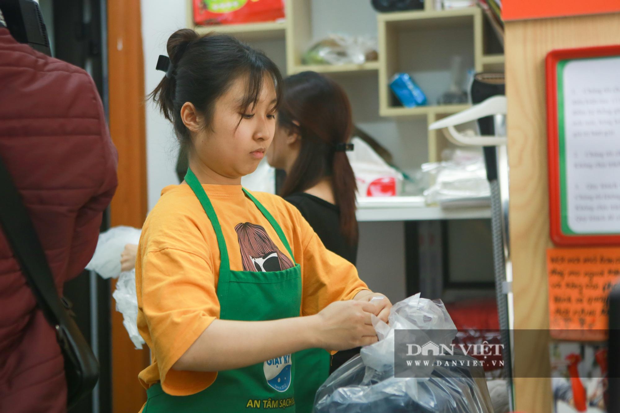 Tiệm giặt là không tiếng nói của những cô gái xinh đẹp tại Hà Nội - Ảnh 7.