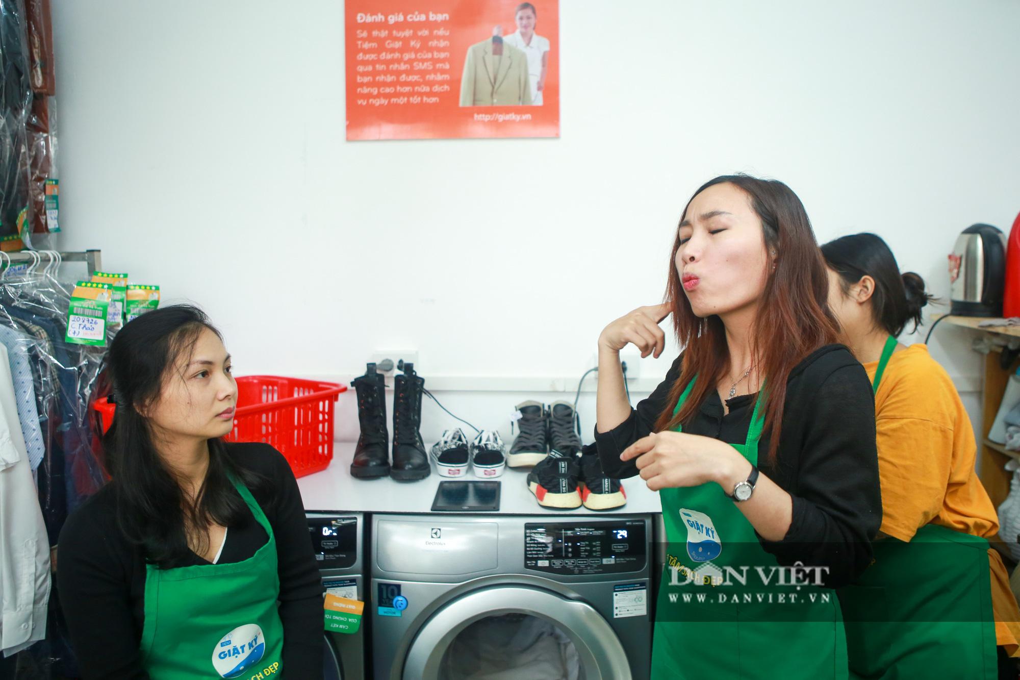 Tiệm giặt là không tiếng nói của những cô gái xinh đẹp tại Hà Nội - Ảnh 8.