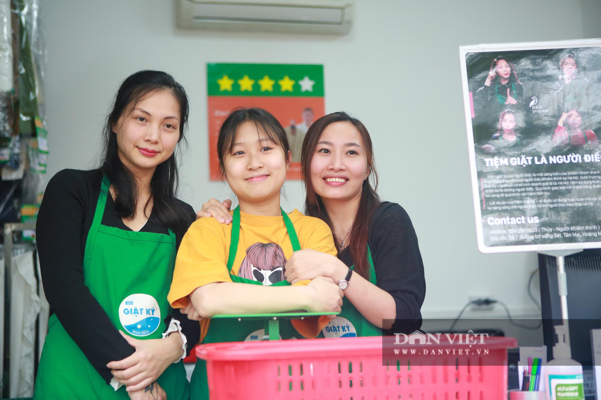 Tiệm giặt là không tiếng nói của những cô gái xinh đẹp tại Hà Nội - Ảnh 12.