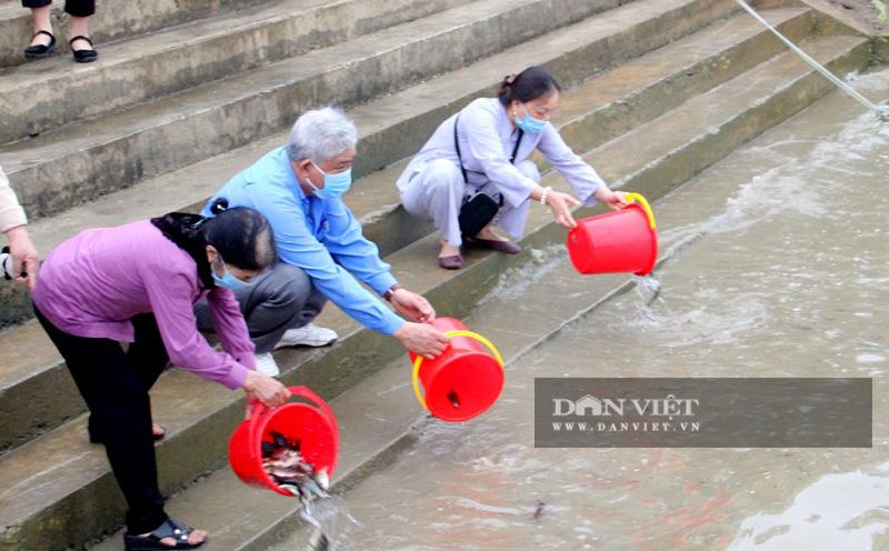 Lãnh đạo tỉnh cùng người dân Thanh Hóa thả 1 tấn cá giống xuống sông Mã - Ảnh 4.