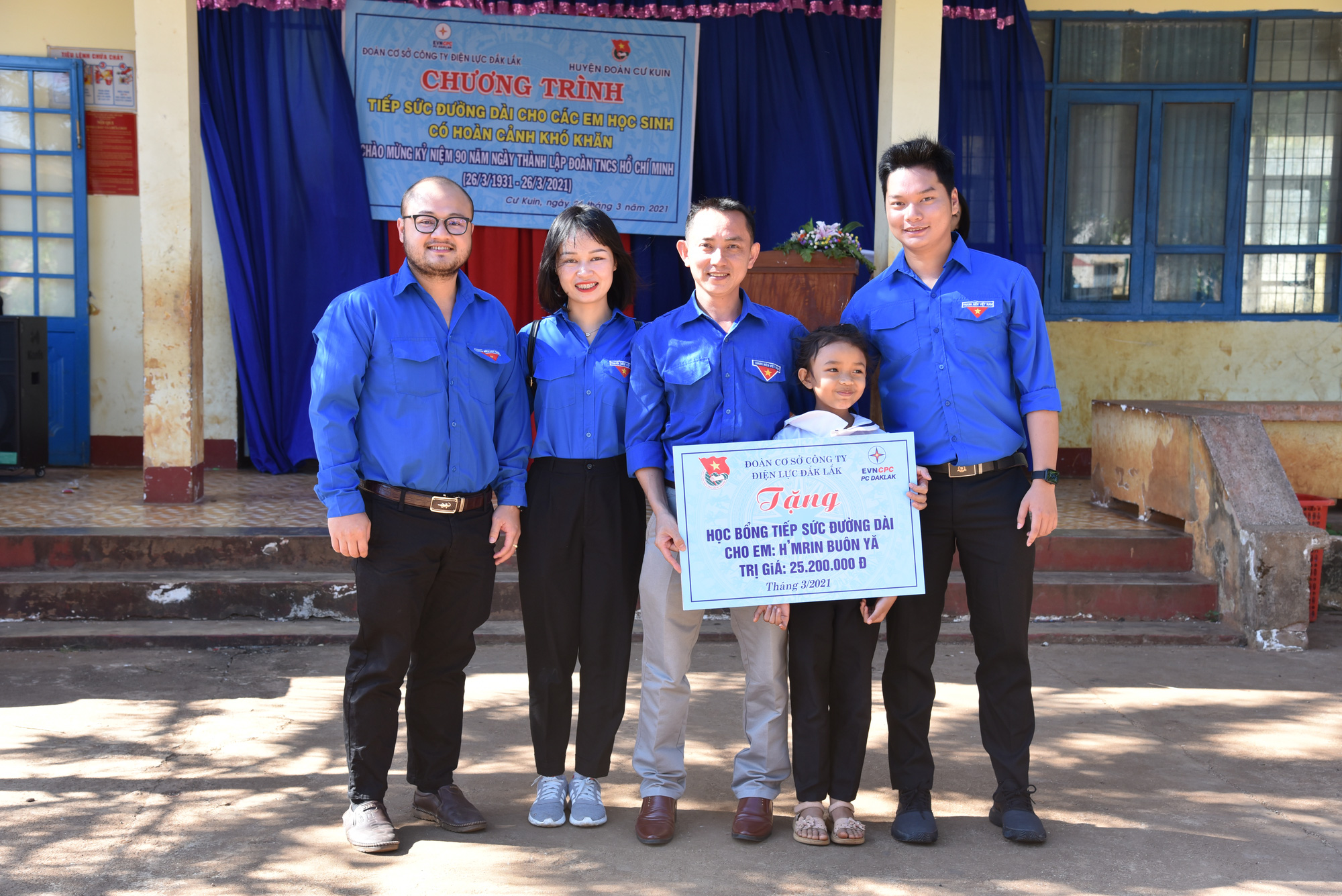 Đoàn cơ sở PC Đắk Lắk tổ chức chương trình Tiếp sức đường dài  - Ảnh 1.