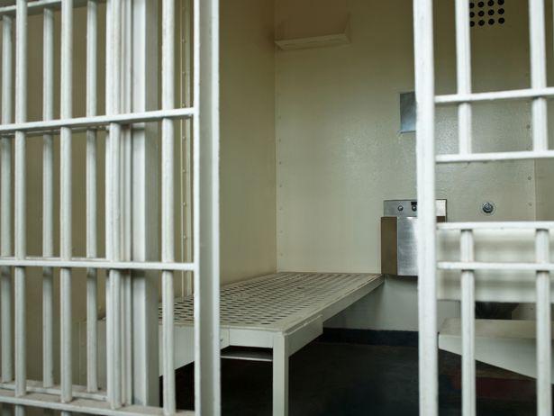 Phẫn nộ với kẻ ấu dâm đã lạm dụng bé gái 6 tuổi chỉ lãnh án 20 ngày tù giam - Ảnh 2.