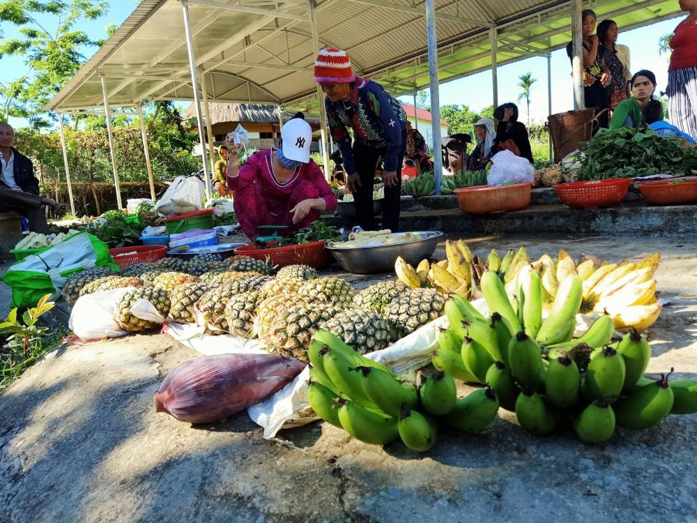 Quảng Nam: Ngôi chợ lạ ở huyện biên giới Tây Giang gi gỉ gì gi cái gì cũng bán giá 5 ngàn - Ảnh 6.