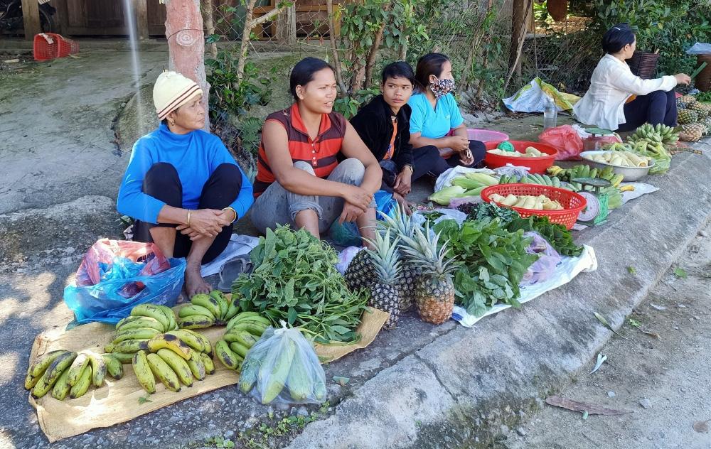 Quảng Nam: Ngôi chợ lạ ở huyện biên giới Tây Giang gi gỉ gì gi cái gì cũng bán giá 5 ngàn - Ảnh 1.