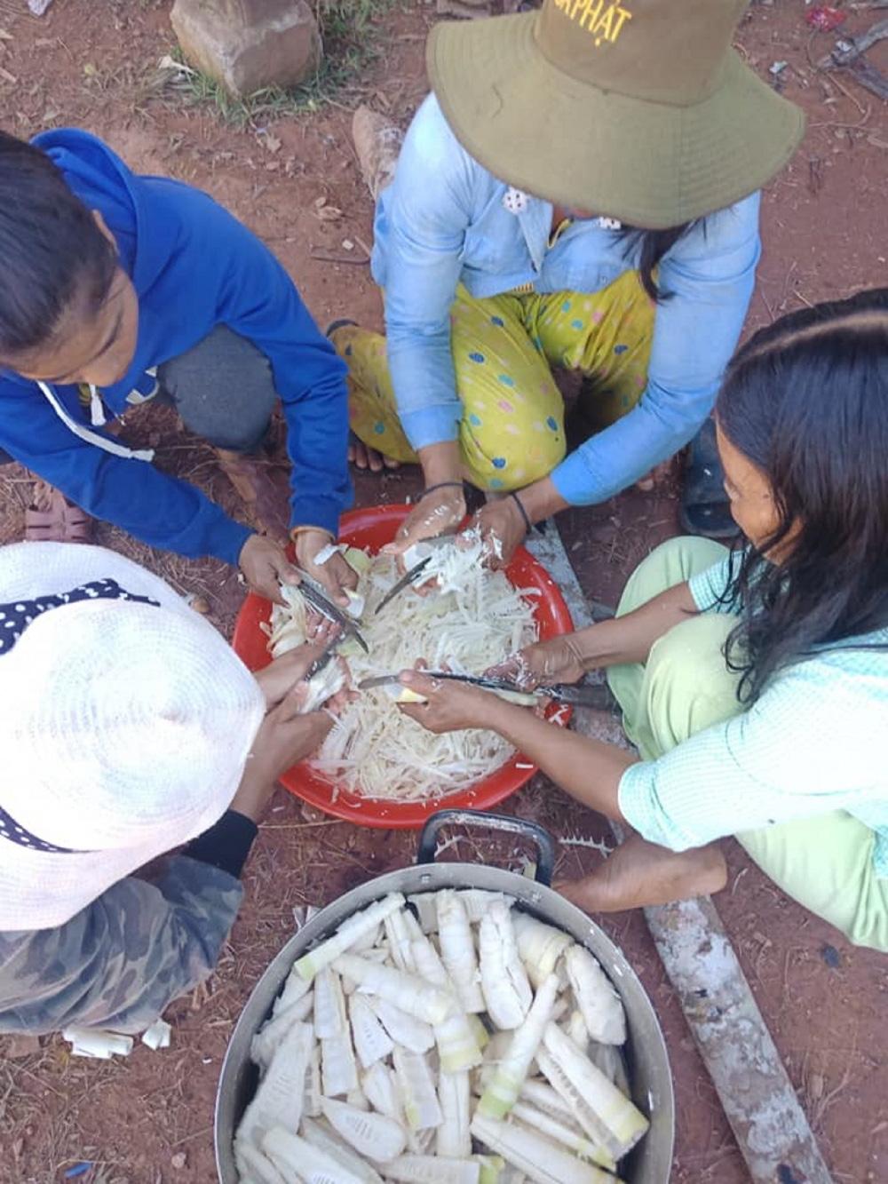 Quảng Nam: Ngôi chợ lạ ở huyện biên giới Tây Giang gi gỉ gì gi cái gì cũng bán giá 5 ngàn - Ảnh 5.