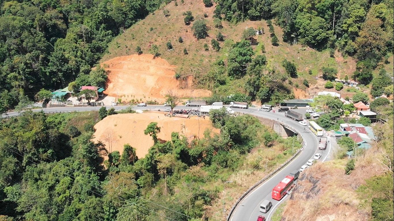 Tai nạn liên tục trên đèo Bảo Lộc: Hạ tầng cần được nâng cấp - Ảnh 2.