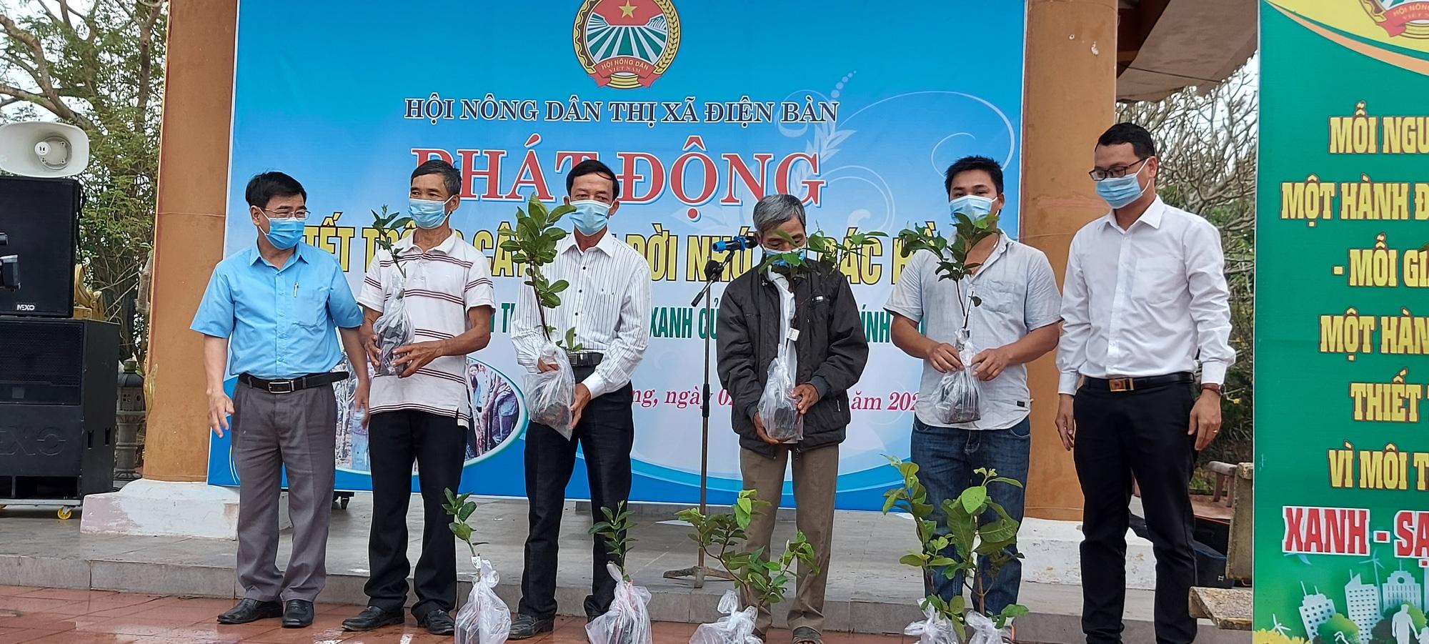 Quảng Nam: Cán bộ, hội viên nông dân Điện Bàn trồng 4.000 cây ăn quả - Ảnh 1.