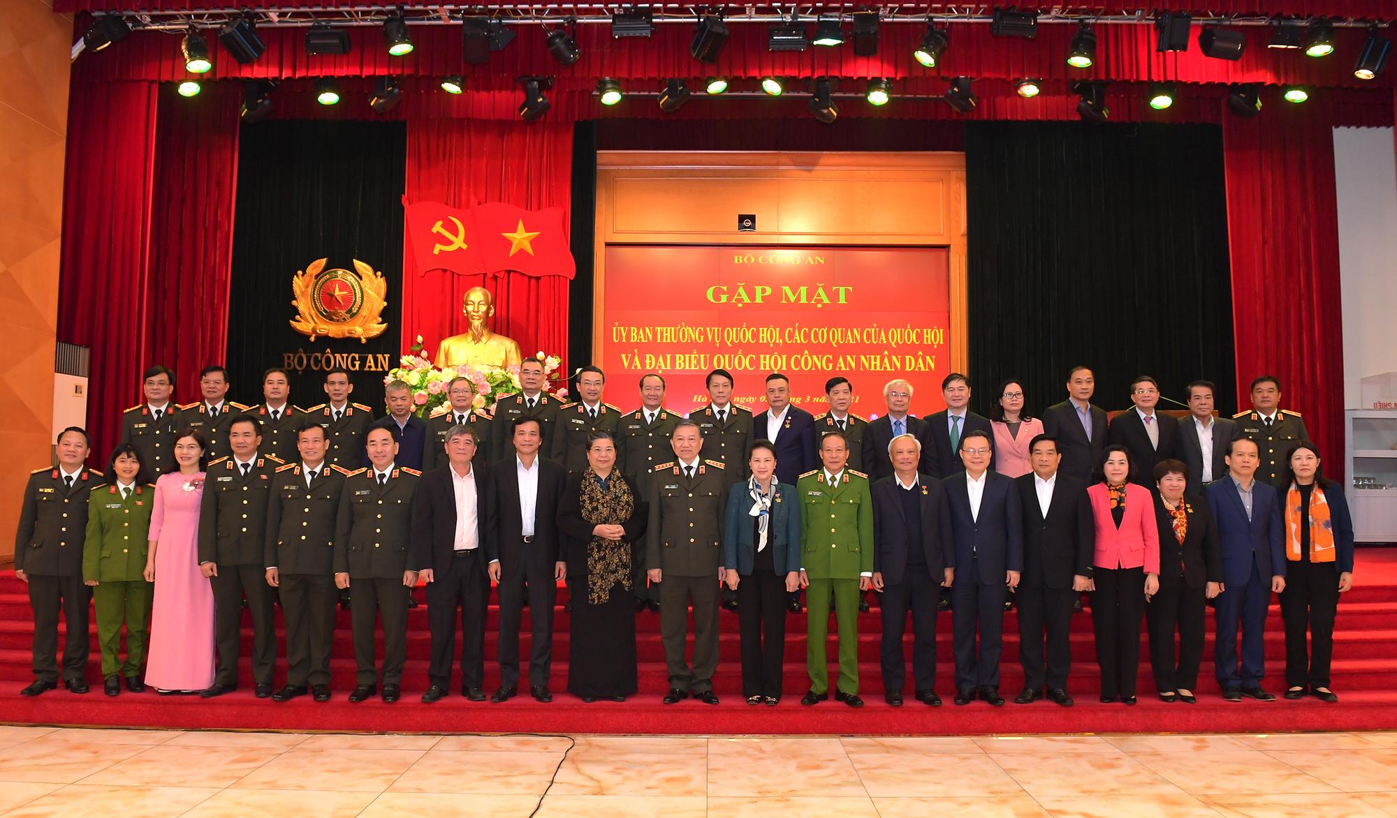 Lực lượng công an là thành tố quan trọng trong  phát triển đất nước - Ảnh 1.