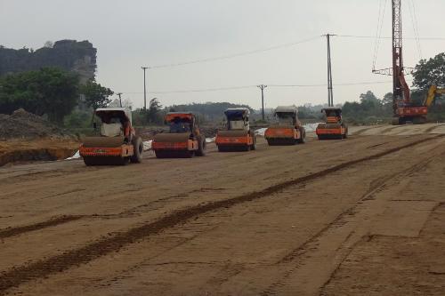 Bộ trưởng Nguyễn Văn Thể xem xét khởi công 2 dự án cao tốc Bắc - Nam cuối cùng - Ảnh 1.