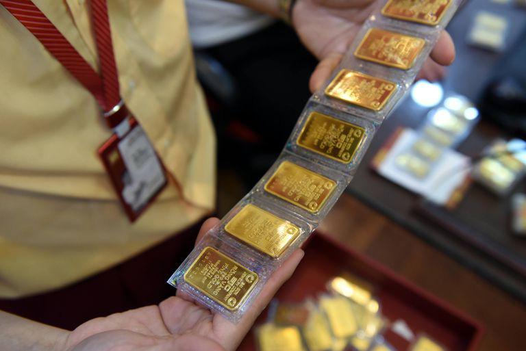 Giá vàng hôm nay 3/3: Vàng giảm phiên thứ 6 liên tiếp, ở vùng thấp nhất kể từ tháng 6/2020 - Ảnh 1.