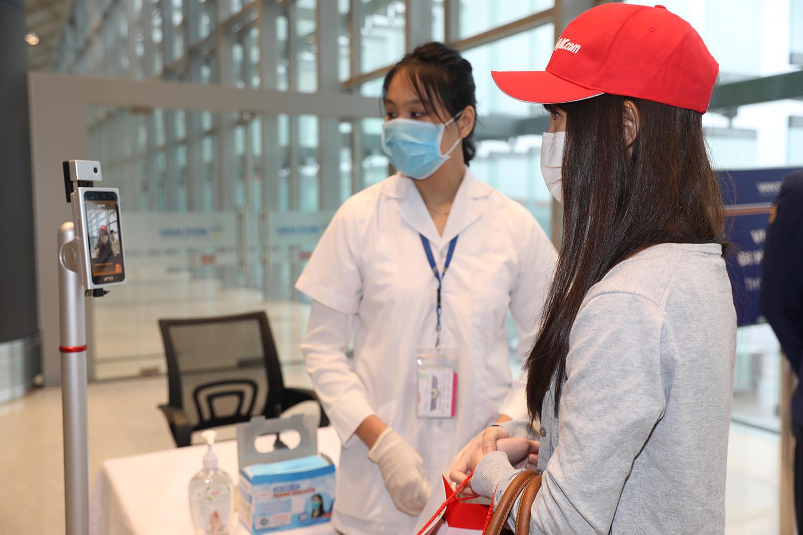 Sân bay Vân Đồn chính thức hoạt động trở lại sau hơn 1 tháng đóng cửa - Ảnh 7.