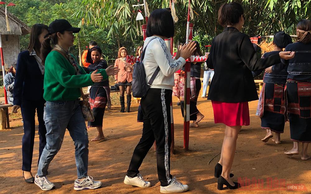 Hà Nội: Tháng 3, ngày hội và nhiều hoạt động chào Xuân được diễn ra tại Làng văn hoá - Ảnh 1.