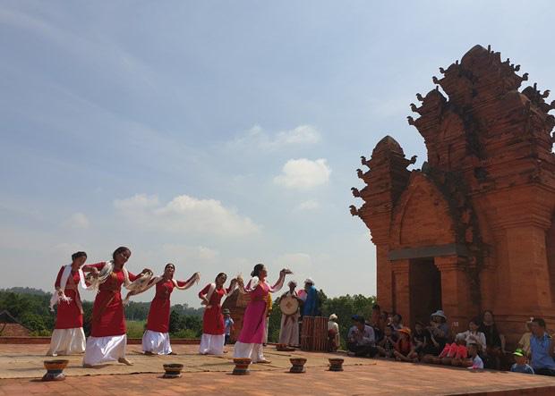 Hà Nội: Tháng 3, ngày hội và nhiều hoạt động chào Xuân được diễn ra tại Làng văn hoá - Ảnh 3.