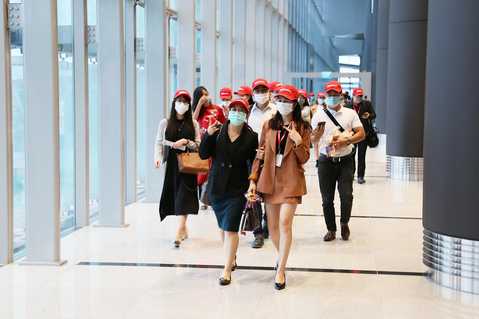 Sân bay Vân Đồn chính thức hoạt động trở lại sau hơn 1 tháng đóng cửa - Ảnh 3.