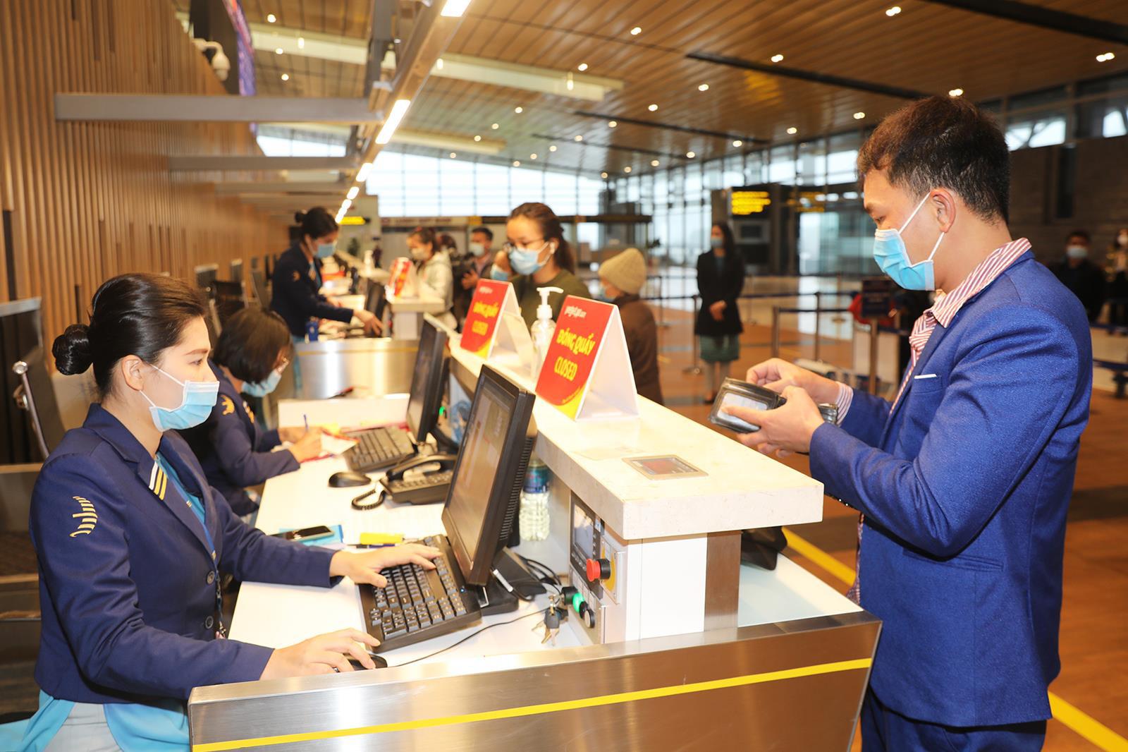 Sân bay Vân Đồn chính thức hoạt động trở lại sau hơn 1 tháng đóng cửa - Ảnh 5.